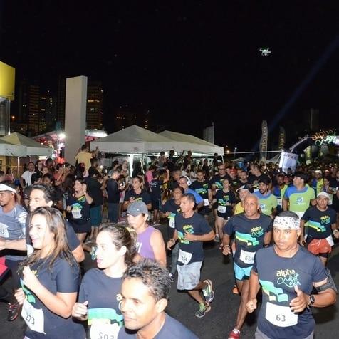 Alpha Night Run reuniu 2,5 mil pessoas na orla