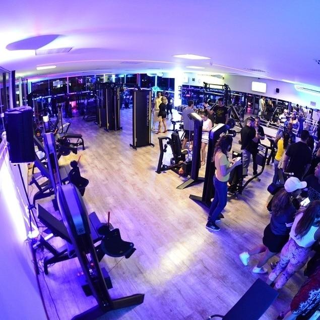 Rede Alpha Fitness inaugura nova unidade, em Buraquinho, com festa