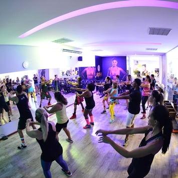 Dançar ajuda a manter vitalidade do corpo e da mente, diz especialista