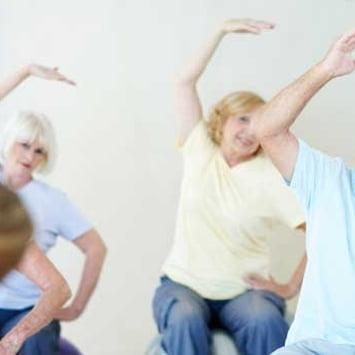 Exercícios físicos e boa alimentação aumentam a longevidade dos idosos, dizem especialistas