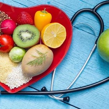 Níveis elevados de colesterol ruim aumentam risco de infarto, aponta Sociedade Brasileira de Cardiologia. Dieta equilibrada e exercícios físicos são importantes armas no tratamento