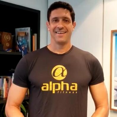 Gustavo Borges assina treinos aquáticos da Rede Alpha Fitness