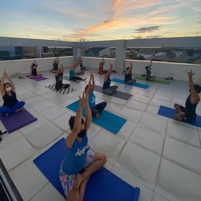 Yoga: prática trabalha corpo e mente auxiliando no controle do estresse, ansiedade e do peso corporal