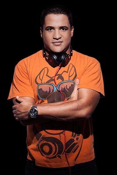 DJ Naylson Carvalho comanda o segundo aniversário da Academia Alpha Vilas 2