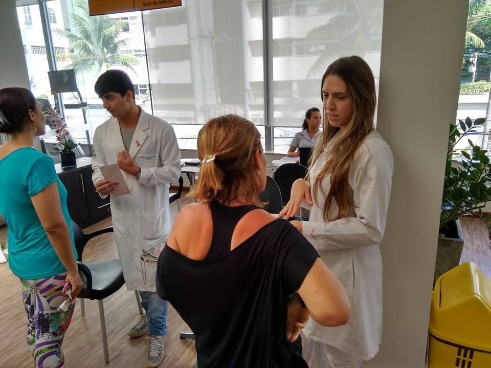 Rede Alpha Fitness promove ações do Outubro Rosa em parceria com Núcleo da Mama