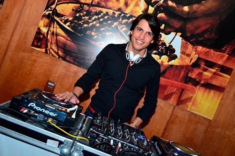 DJ Rafa Gouveia é atração desta terça-feira (11) do Alpha Music & Fitness