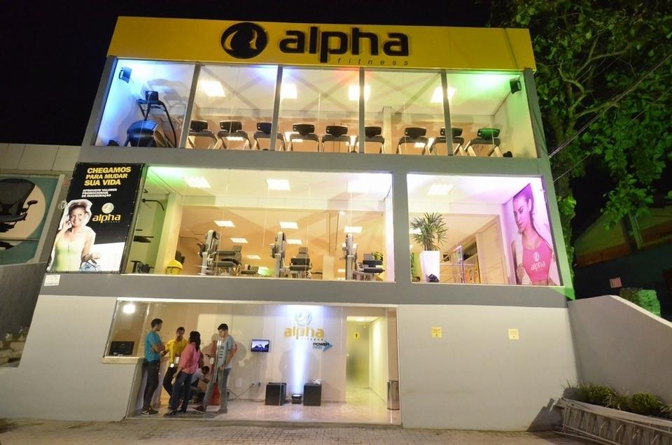 Artistas e empresários prestigiam noite de lançamento da 10° unidade da Alpha