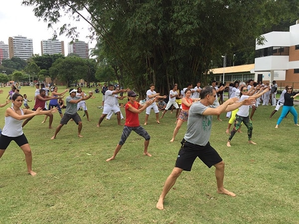 Alpha no Parque terá aulas gratuitas de Yoga, Pneu Power e Muay Thai