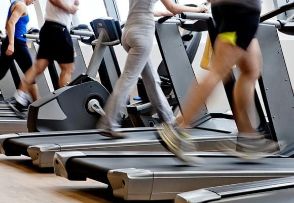 Correr todos os dias pode aumentar o risco de lesões, alerta especialista