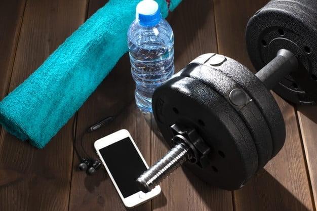 Saber se hidratar durante a atividade física pode evitar lesões